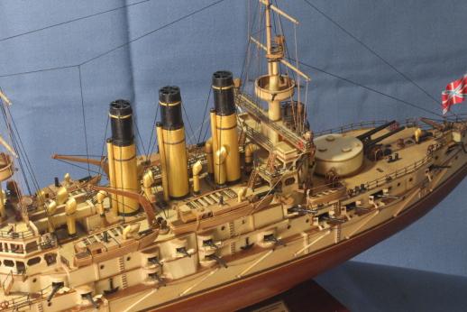 Модель корабля Ретвизан - спардек и бак.