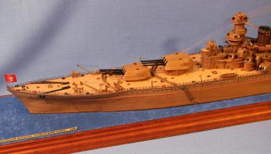 Готовая модель линкора Советский Союз.