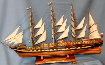 Готовая модель ручной работы парусника Крузенштерн.