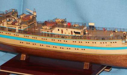 Модель парусного судна `Мир`.Корпус