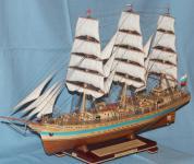 Модель парусника  `Мир`. Вид спереди слева.