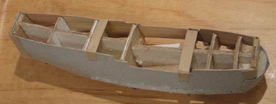 Начало сборки корпуса модели парусника